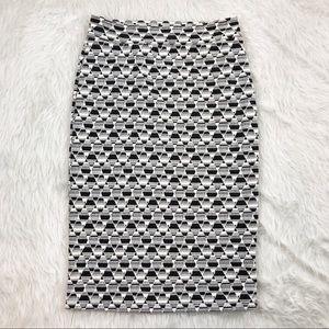 Gilli Sheri White Black Patterned Pencil Skirt